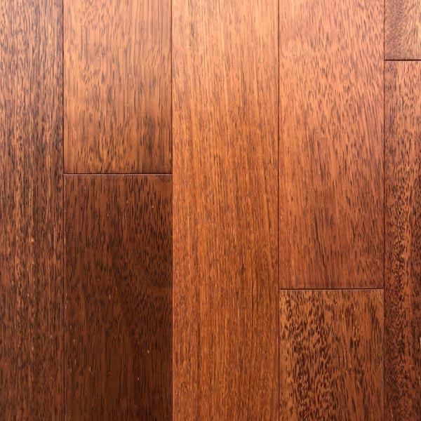 Merbau - exotické masivní dřevo.